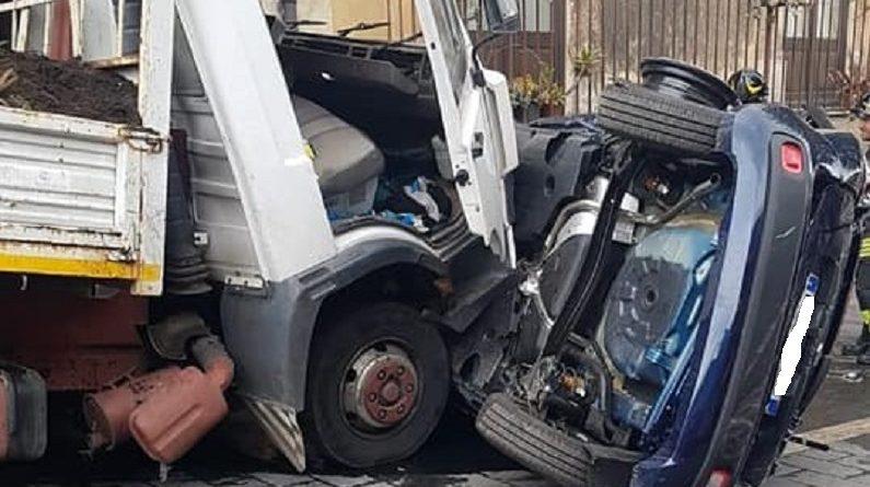 Camion investe pedone a Belpasso