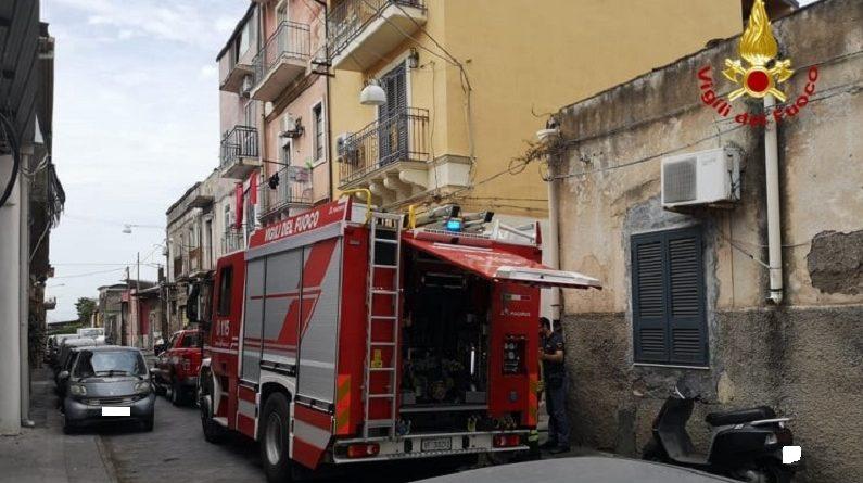 Incendio all'interno di un'abitazione