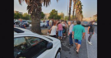 Due ragazzini di 12 anni investiti da auto mentre attraversano la strada