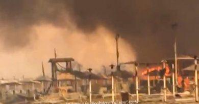 Incendio Playa: salvate 37 persone. Una in ospedale per soffocamento